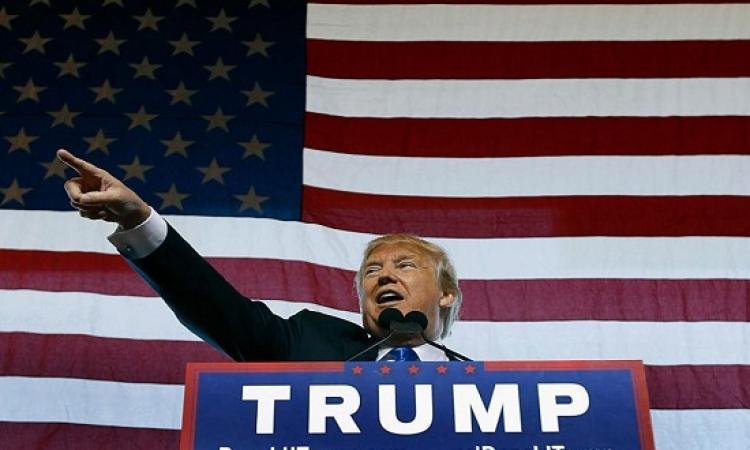 مايكل مور : 5 أسباب ترجح فوز ترامب بالرئاسة .. للأسف !!