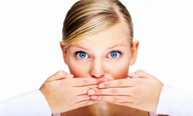 5 أسباب وراء الإصابة بتقرحات الفم وضعف اللثة