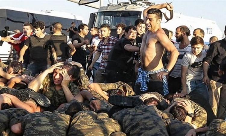 صور صادمة لتعامل اردوغان وانصاره مع الجنود !!
