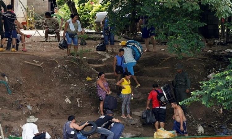 مئات الفنزويليات يقتحمن الحدود الكولومبية بحثاً عن الطعام