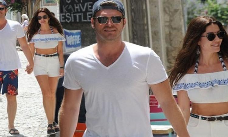 بالصور .. مهند يقضى إجازته مع زوجته على شاطئ اليونان