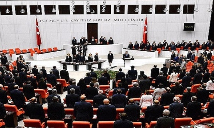 جلسة طارئة للبرلمان التركى للتنديد بمحاولة الانقلاب العسكرى