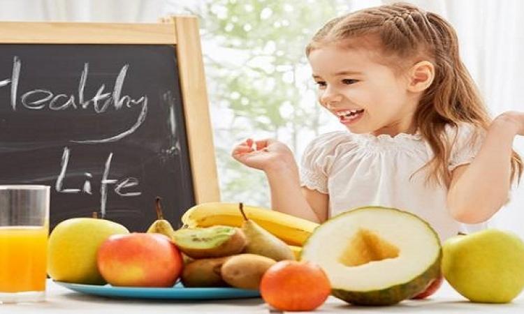 قائمة بأسوأ الأكلات الصيفية على صحة أطفالك