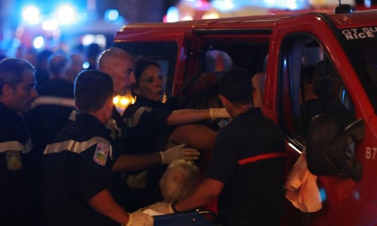 بالفيديو .. لحظة قتل الشرطة الفرنسية لسائق شاحنة الدهس في نيس