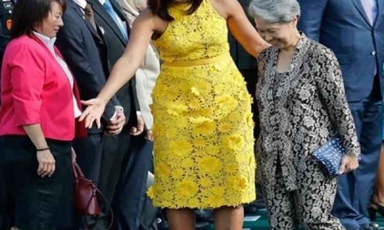 قصة زوجة رئيس وزراء سنغافورة مع الشنطة الزرقاء الرخيصة