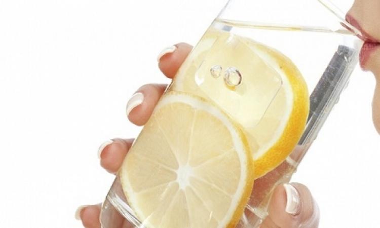 5 فوائد للماء الدافى بالليمون.. أهمها تحسين الهضم