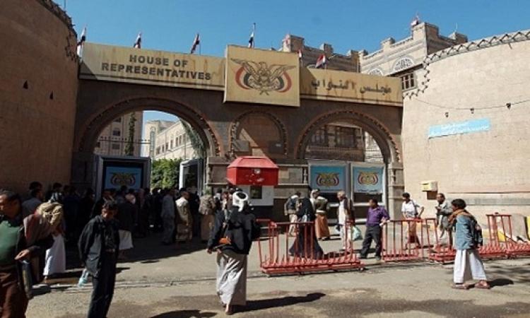 فى جلسة غير قانونية .. مجلس النواب اليمنى يصادق على المجلس الرئاسى