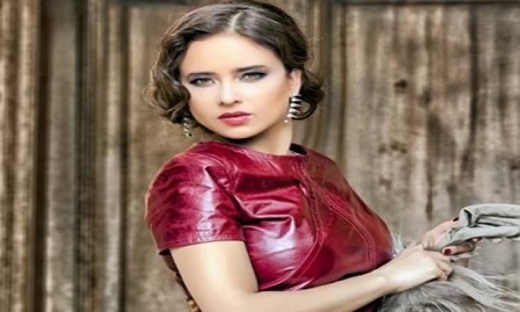 نيللى كريم تغادر إلى فينيسيا للتحكيم بمهرجان لا موسترا
