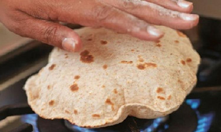 تعرفى على الطريقة الصحية لتسخين الخبز بعد تجميده
