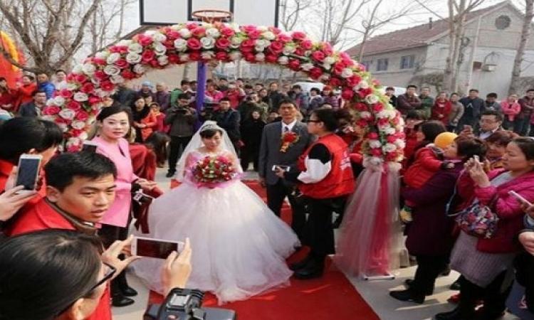 شاب صينى يكرم أمه بإقامة حفل زفاف كبير تقديراَ لها