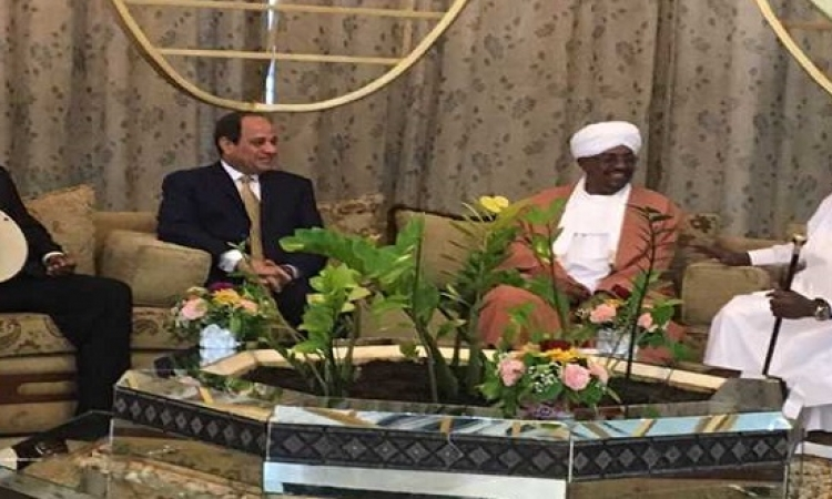 السيسى يُشيد بالبشير ويطالب السودانيين بالوحدة