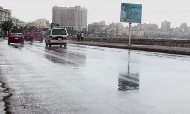 دمياط تتعرض لتساقط أمطار غزيرة.. وتوقف بحركة الصيد