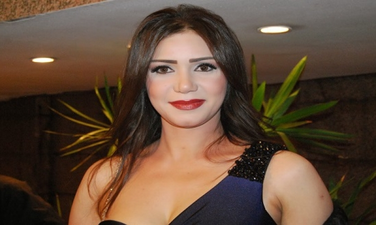 بالصور .. إيناس عز الدين تتحول لعروس فى عيد ميلاها
