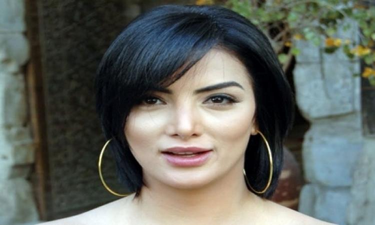 """حورية فرغلى تعود لفيلمها """"طلق صناعى"""" فى استوديو مصر"""