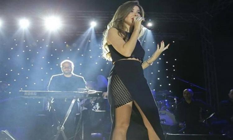 بالصور .. نانسى عجرم بإطلالة مثيرة فى حفل قبرص