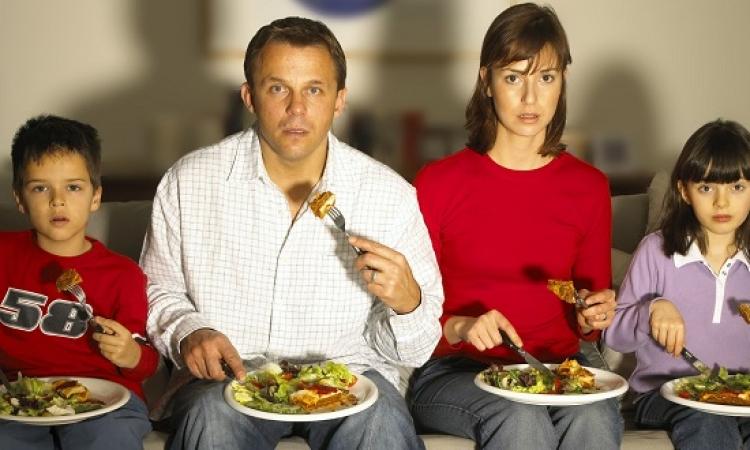 الأكل أثناء مشاهدة التلفزيون خطر على الصحة
