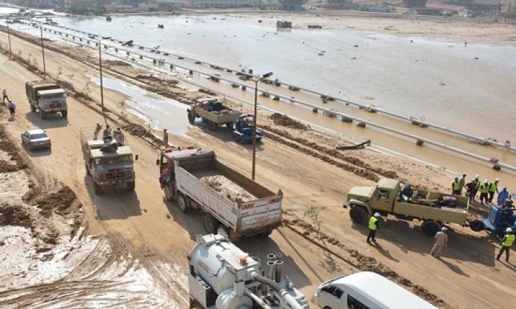 بالصور .. القوات المسلحة تواصل رفع آثار السيول بسوهاج والبحر الأحمر