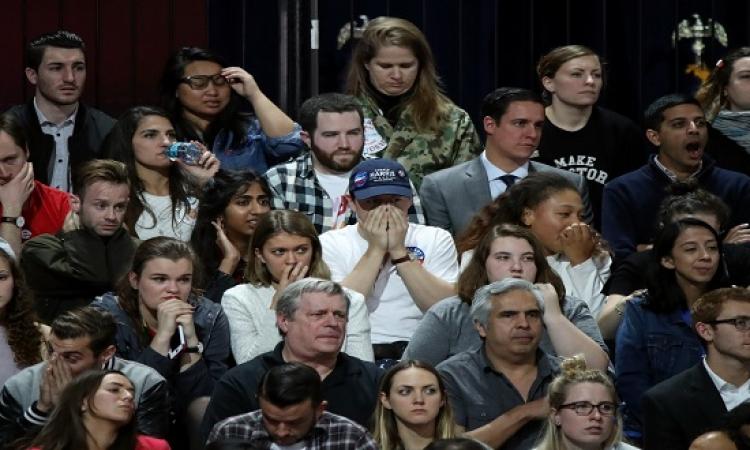 بالصور .. الحزن و الذهول يخيمان على أنصار هيلارى كلينتون