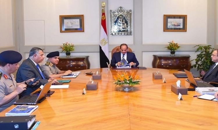 السيسى يجتمع بوزيرى الدفاع والداخلية ومديرى المخابرات ويوجه بالحفاظ على الأمن