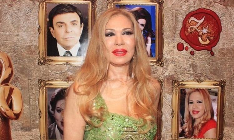 بالصور .. إيمان تثير الجدل بمهرجان القاهرة بفستانها المثير