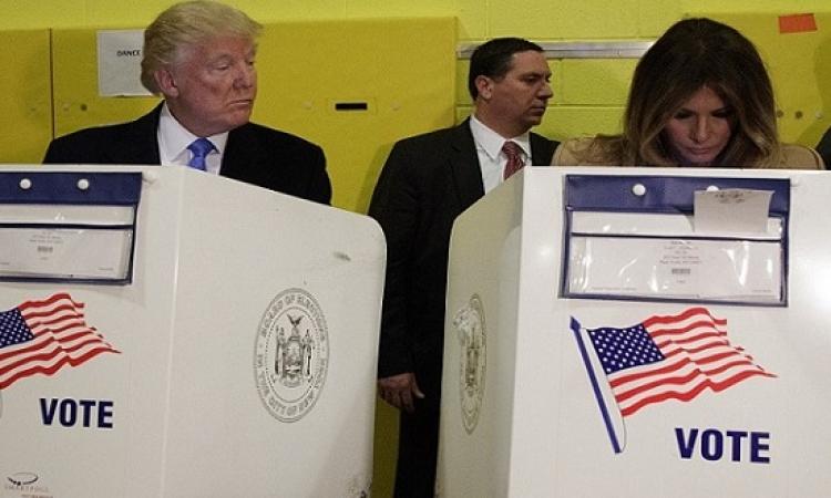 بالصور .. ترامب وابنه بيشكوا فى زوجاتهم : صوتوا لمين ؟!