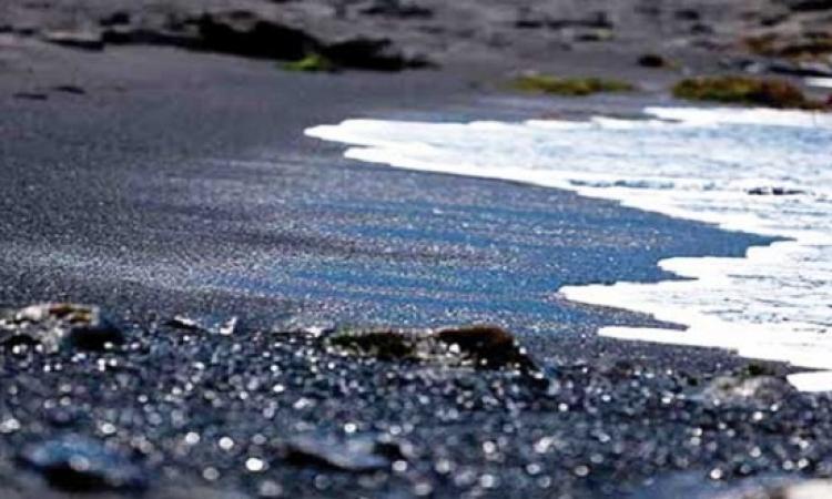 كنز «الرمال السوداء» بأرض الفيروز