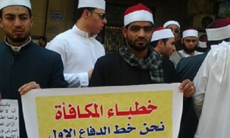 """فض اعتصام خطباء المكافأة أمام """"الوزراء"""" والقاء القبض على 3 أئمة"""