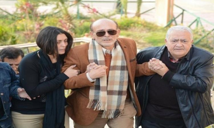 بالصور.. محمد صبحى يودع زوجته الفنانة نيفين رامز بمسجد الشرطة