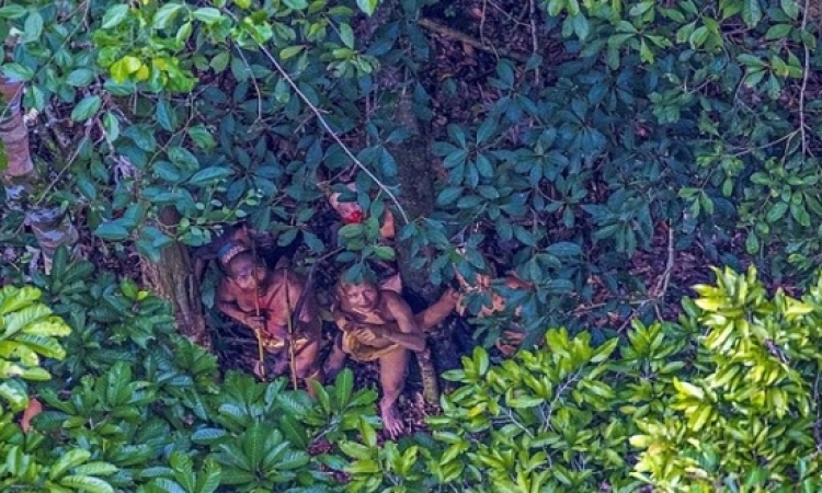 بالصور.. اكتشاف قبيلة أمازونية تعود إلى فجر التاريخ