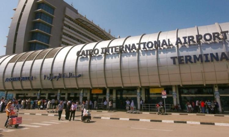 سفير جنوب السودان يثير أزمة بمطار القاهرة لإصراره السفر بـ40ألف دولار