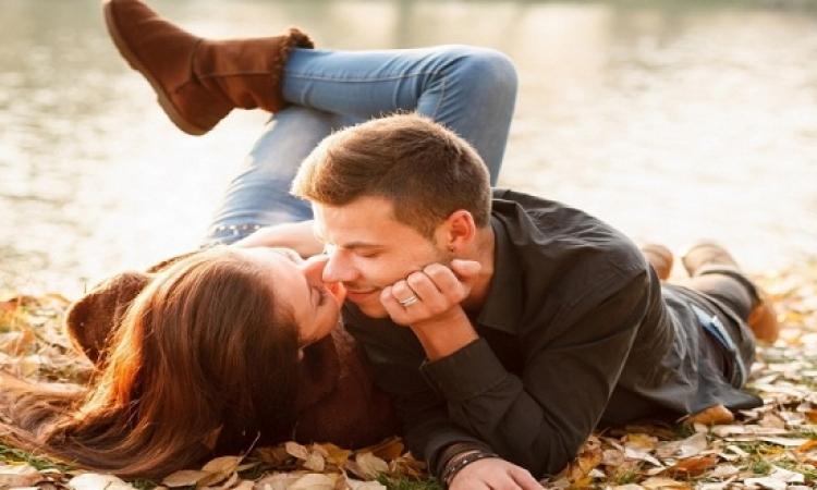 الفلك يبشر 5 أبراج بشهر من الحب والرومانسية !