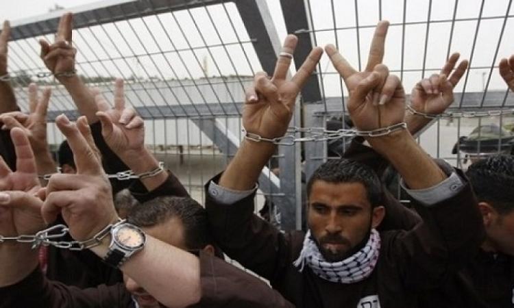 الاسرى الفلسطينيين يواصلون اضرابهم لليوم الثانى