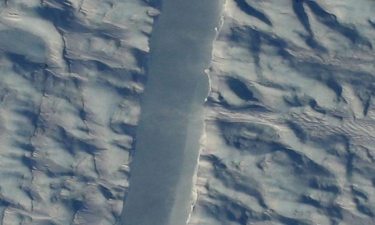 صور ناسا ترصد شرخاً كبيراً يهدد الجزيرة الأكبر فى العالم