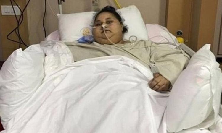 """بالفيديو.. أخت """"ايمان"""" أسمن امرأة تروى كواليس تعامل أطباء الهند معها"""