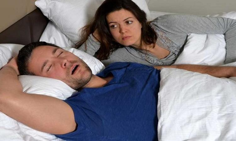 الرجال المجهدون يفضلون النوم عن الجنس
