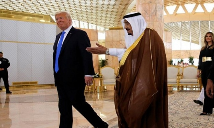 ترامب والملك سلمان يبحثان تسوية أزمة قطر