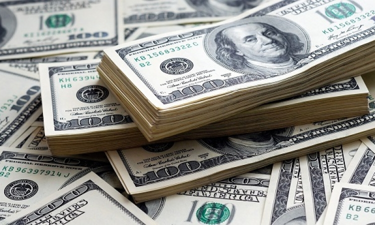 الدولار ينخفض .. ويصل لاقل سعر منذ 13 شهر