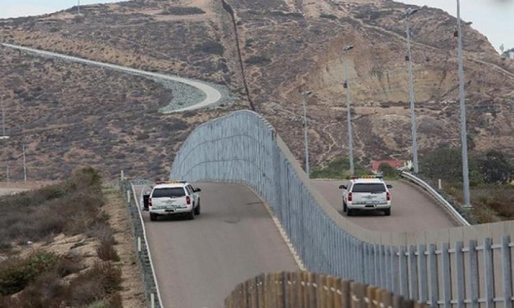 الحكومة الأمركية تدرس بناء جدار زجاجي مع المكسيك.. والسبب !!