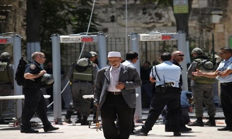 الفلسطينيون يرفضون دخول المسجد الأقصى عبر بوابات التفتيش لجيش الاحتلال