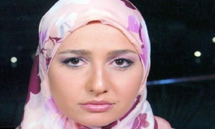 بالصور .. حلا شيحة تبارك حجاب أمل حجازى