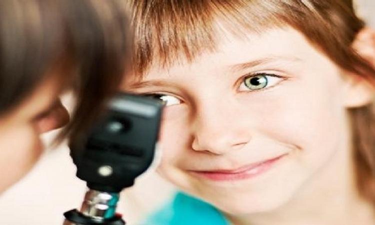 نصائح هامة للأمهات لتجنب إجهاد عين الأطفال أثناء الدراسة