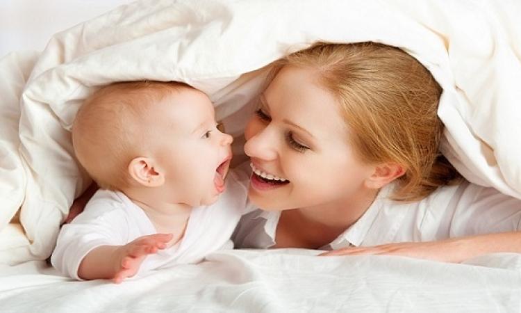 اضحكى من قلبك.. نوع ضحكة الأم يؤثرعلى رضيعها!!