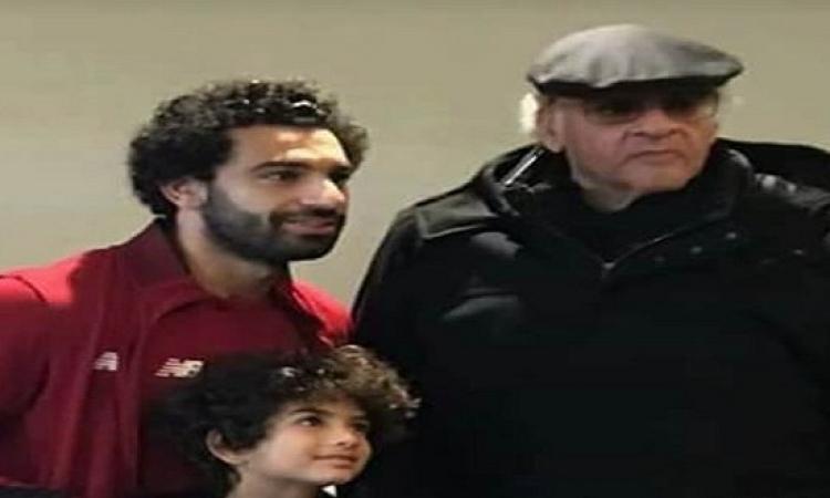 بالصور.. محمد صلاح يستقبل ممدوح عباس وحفيده بملعب الأنفيلد