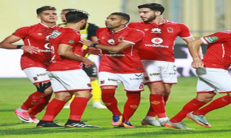 الأهلى يفوز على المقاصة بثنائية ويحكم قبضته على صدارة الدورى