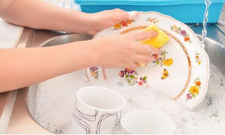 طرق حماية اليدين من أدوات التنظيف