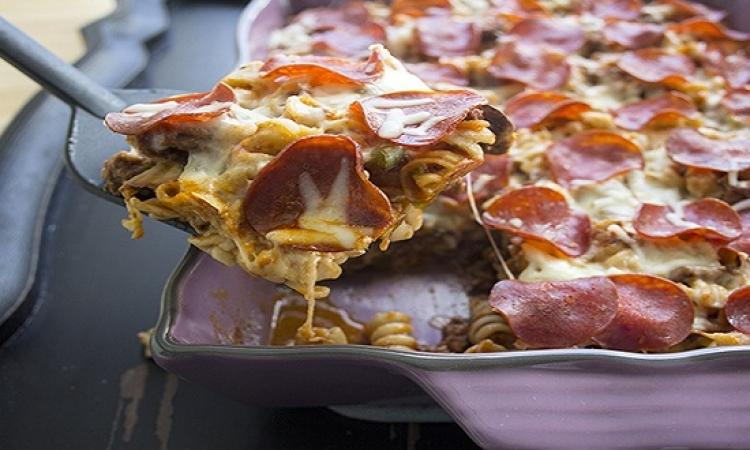 تعرفى على طريقة عمل طاجن المكرونة بالبيتزا