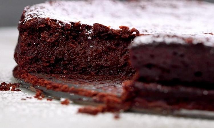 حلو اليوم .. كيك الشوكولاتة من دون دقيق