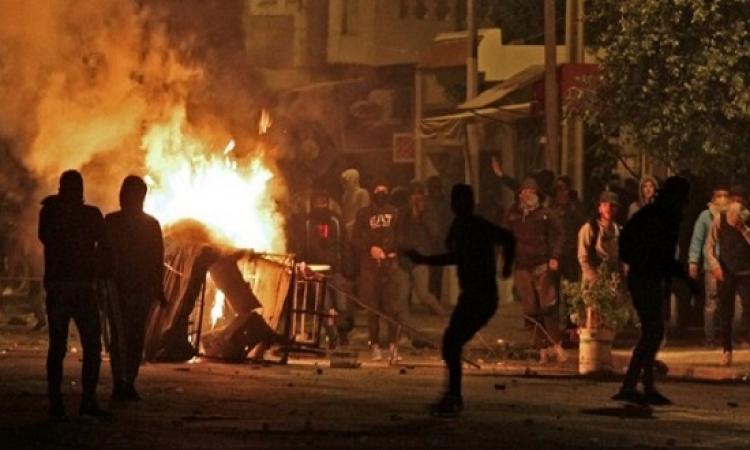 تجدد احتجاجات تونس بعد هدوء يومين .. والشرطة تستخدم الغاز لتفريق المتظاهرين