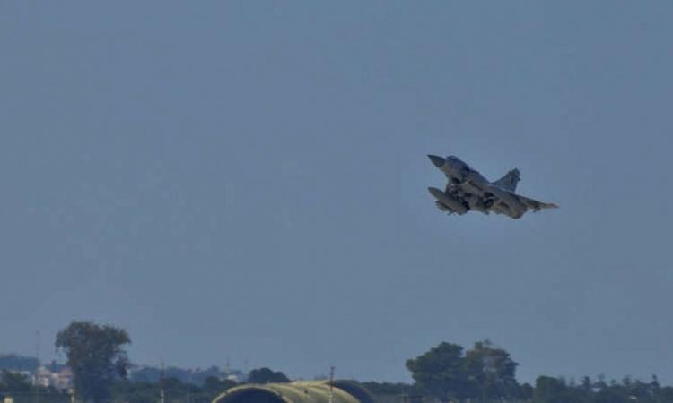 أبو ظبى : مقاتلات قطرية اعترضت طائرتين مدنيتين إماراتيتين