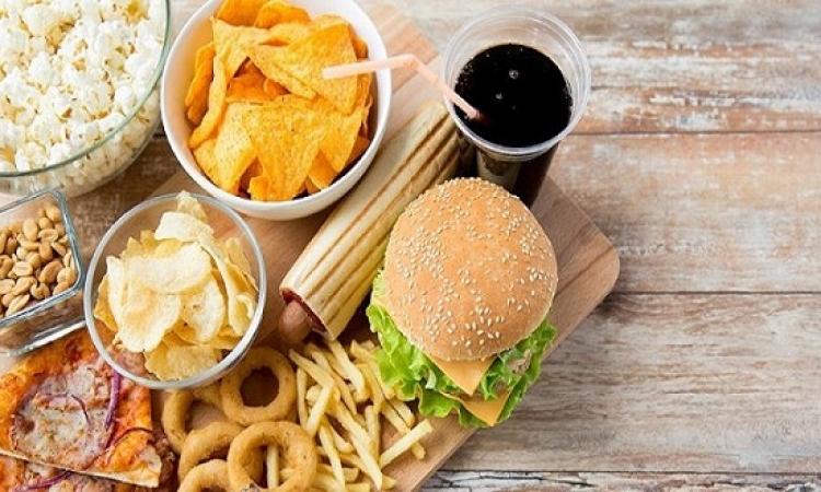 أضرار الأطعمة المحتوية على مواد حافظة على جسم طفلك.. تعرف عليها